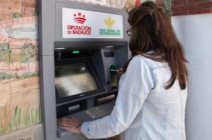La Diputación de Badajoz invertirá otros 23.000 euros para ampliar los cajeros a Baterno, Zarza Capilla y Orellana la Sierra