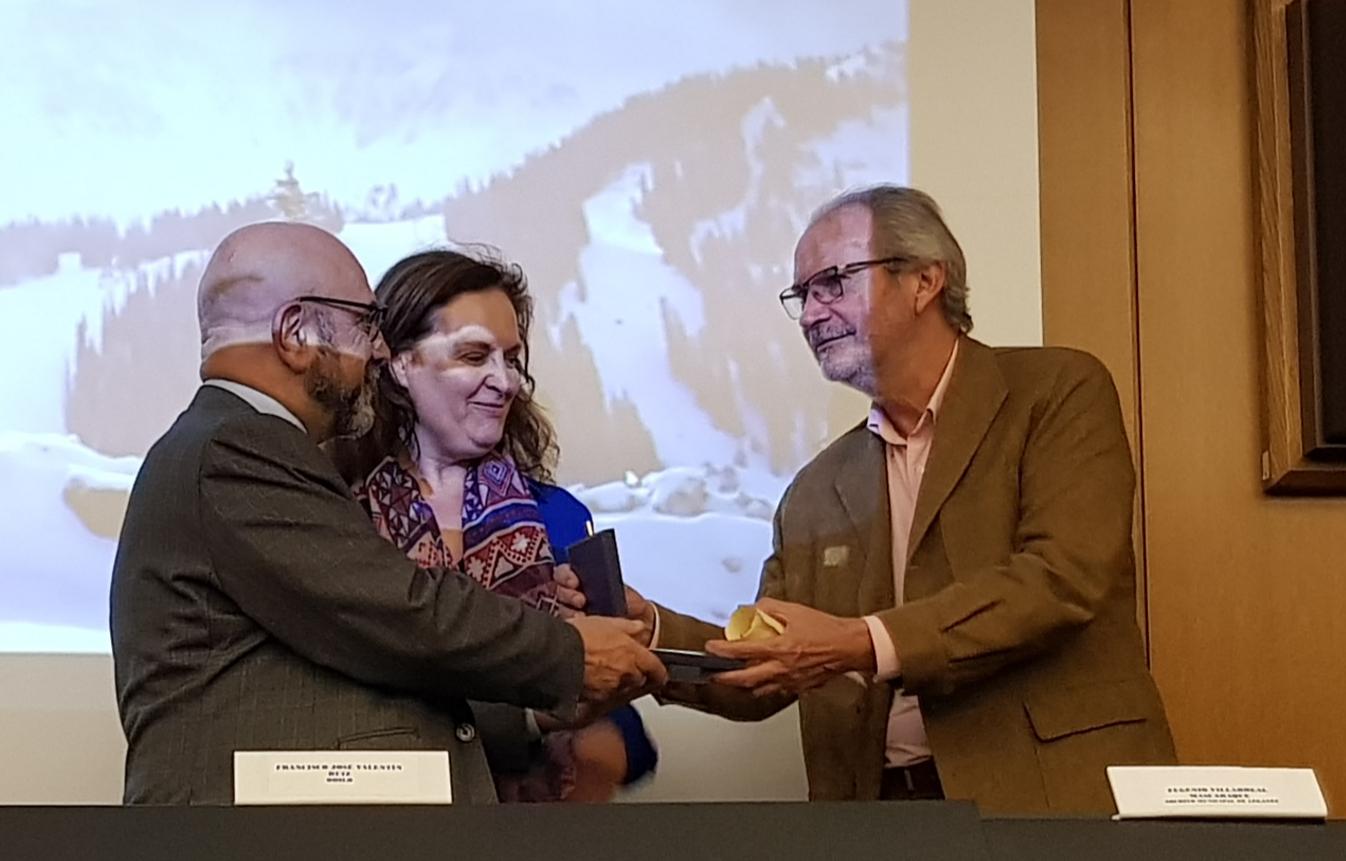 Entrega medalla ANABAD a Fernando Rubio García