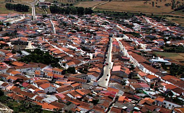Imagen de la noticia: La Diputación de Badajoz firma 268 convenios en m ...