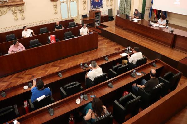 La Diputación de Badajoz celebra una reunión de reconstrucción con el sector del deporte