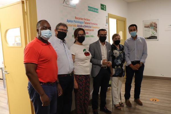 Imagen de la noticia El presidente de la Diputación visita la nueva sede de la Asociación Oncológica Extremeña