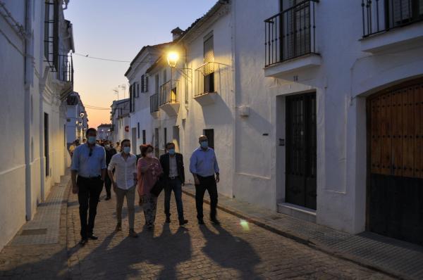 Imagen de la noticia: El presidente de la Diputación de Badajoz visita  ...