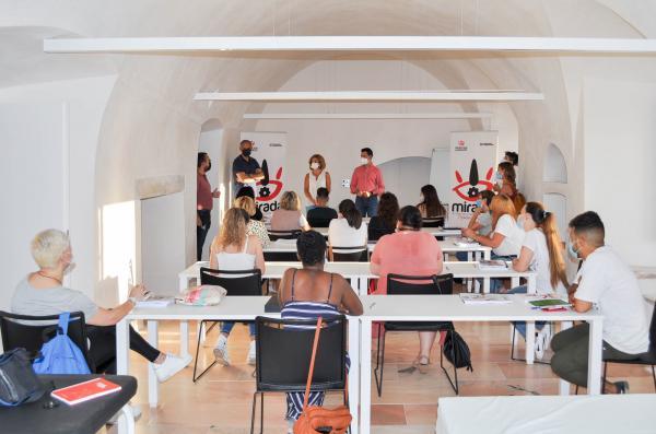 Imagen de la noticia: Inicia en Olivenza un curso de 'Atención socios ...