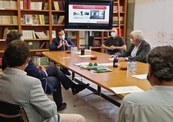 Imagen de la noticia: El área de Fomento se reúne con los colegios pro ...