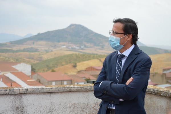 Imagen de la noticia El presidente visita las localidades Esparragosa de Lares y ?>