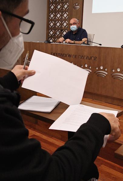 Imagen de la noticia: La Diputación de Badajoz subvenciona la redacció ...