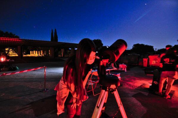 Imagen de la noticia: Cerca de 400 personas disfrutan del cielo nocturno ...