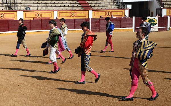 Imagen de la noticia: Finalizan las clases prácticas de la Escuela Taur ...