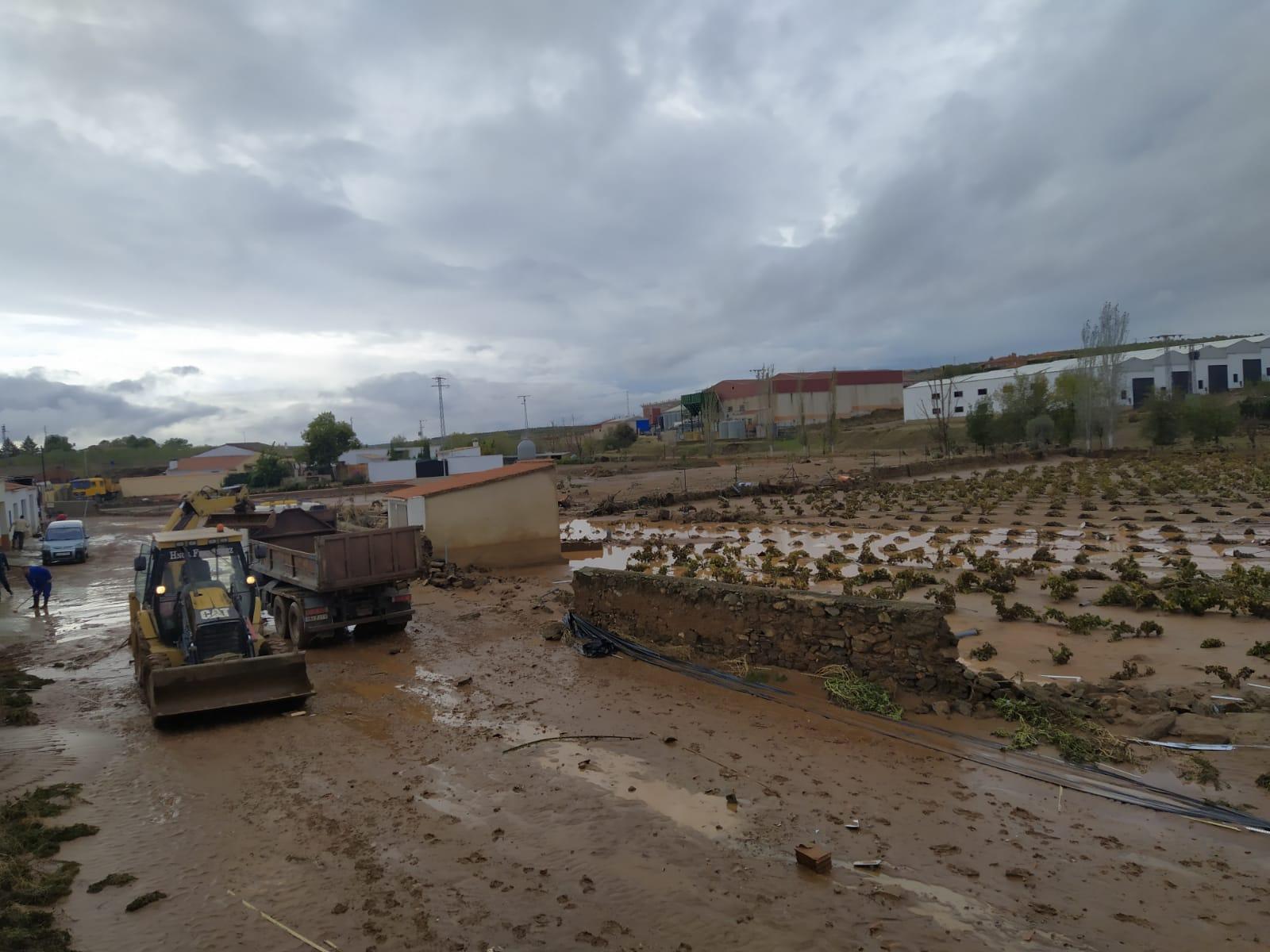 Imagen de la noticia: Tres carreteras de la red provincial continúan ce ...