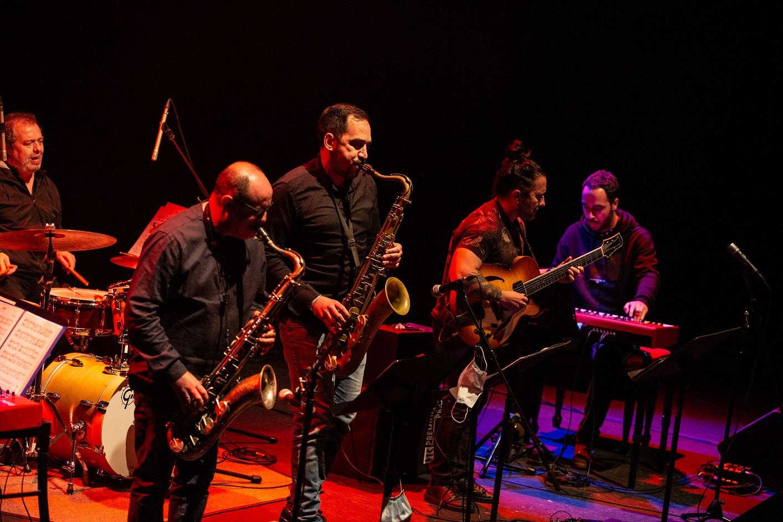 """Imagen de la noticia: El """"Colectivo DíJazz Band"""" abrió anoche el F ..."""