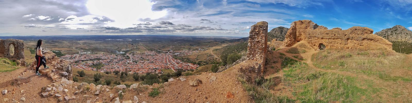 La Diputación de Badajoz colaborará en los primeros trabajos de consolidación del castillo de Hornachos
