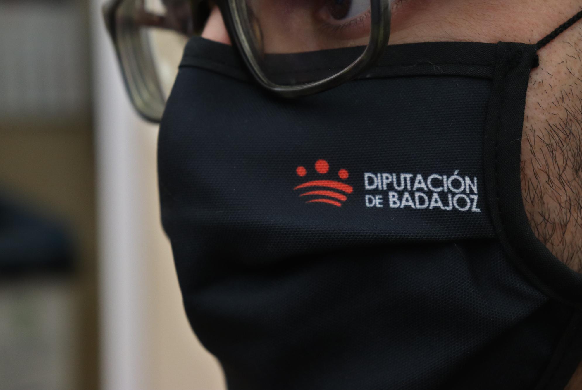 Imagen de la noticia: La Diputación de Badajoz facilita a su personal m ...