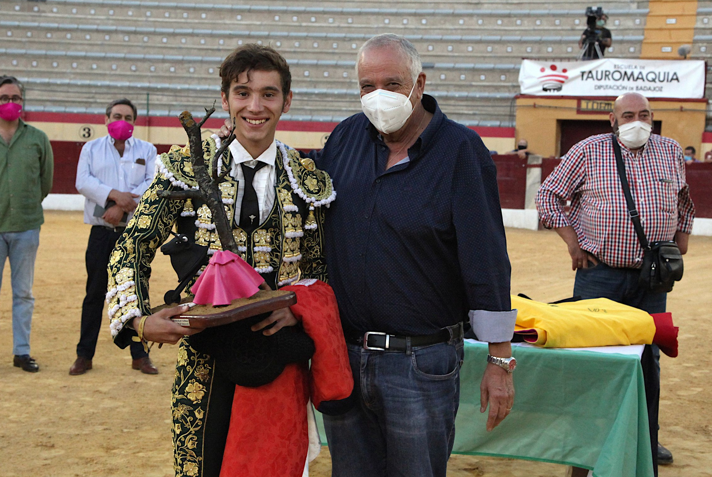 Imagen de la noticia: Eric Olivera, triunfador del VIII Certamen de Clas ...