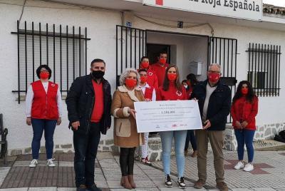 Imagen de la noticia: Cruz Roja recibe el cheque solidario con lo recaud ...