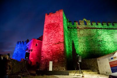 Imagen de la noticia: El castillo de Segura de León estrena iluminació ...