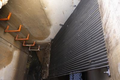 Imagen de la noticia Promedio instala rejas en colectores para evitar el vertido ?>
