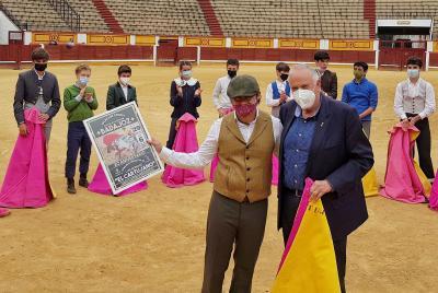 Imagen de la noticia: La Escuela Taurina de Badajoz homenajea a Luis Rei ...
