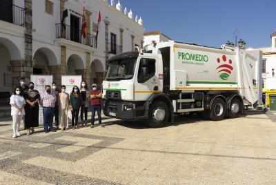 Imagen de la noticia: Fuente del Maestre estrena camión de recogida de  ...