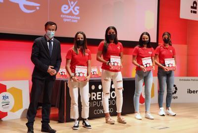 Imagen de la noticia El presidente provincial asiste a la entrega de los premios ?>