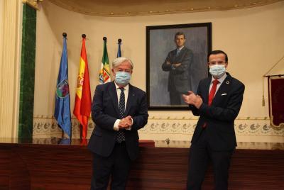 Imagen de la noticia: El salón de plenos de la Diputación acoge el hom ...
